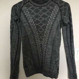 Lululemon size 4 grey long sleeve top