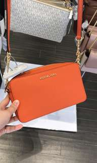 100% Authentic Michael kors mini sling bag for let go!!