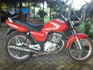 Suzuki thunder en125