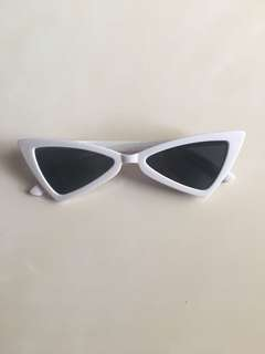 Retro sunnies black white