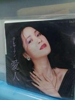 邓丽君日本做细黑膠(不是大碟7吋)得几歌唔該睇清楚1