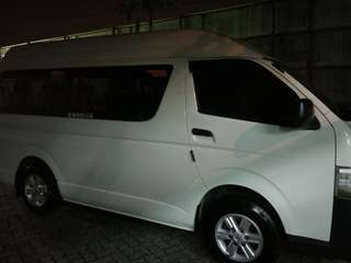 Toyota Hiace 11 Seater