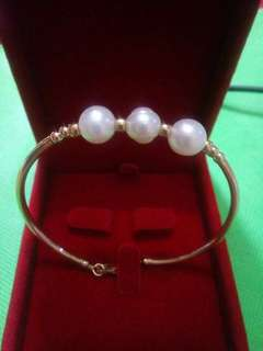 10k bangle with pearl