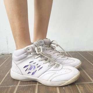 sport shoes / sepatu cheers