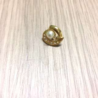Classy US Gold plated brooch pin with rhinestones
