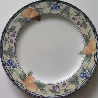 Dinner Plates - Mikasa Intaglio - set of 4