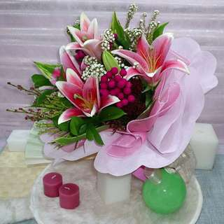 [FREE DELIVERY] 3 Pink Lilies Hand-bouquet (004-LL)