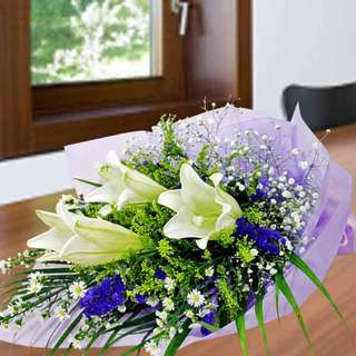 [FREE DELIVERY] 3 White Lilies with Forget-me-not Hand-bouquet (012-LL)