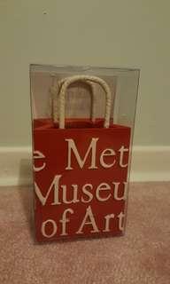 The Met shopping bag