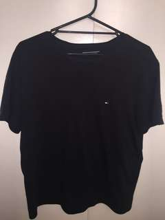 Navy Tommy Hilfiger T-Shirt (L)