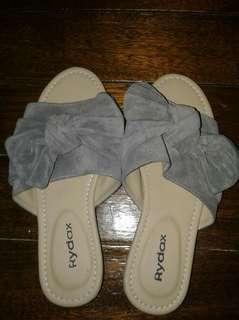 Gray ribbon slippers