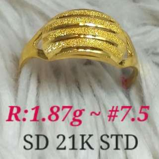 WOMEN'S 21K SAUDI GOLD RINGS .<>