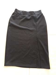 Black midi skirt with high slit