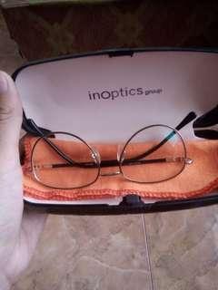 Kacamata warna gold