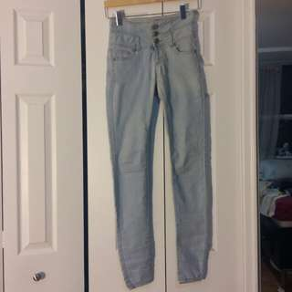 Highwaisted Light Wash Skinny Jeans