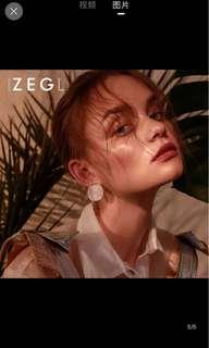 Big White gold earrings