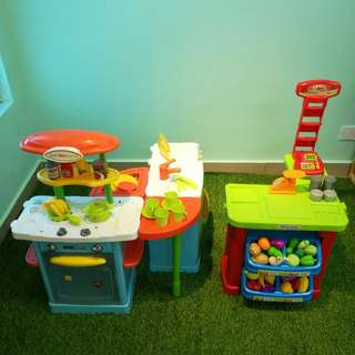 Kitchen and supermarket playsets