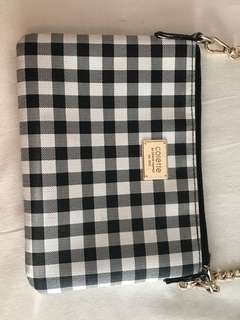 Checkered medium pouch with shoulder chain