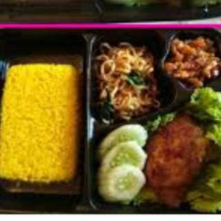 Sepaket nasi kuning box