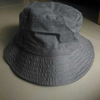 Reversible hat (black and grey)
