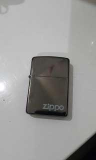 ZIPPO , jual cepat , kondisi 99% , dijual karna ribet harus isi2 zipponya terus , nego sampai jadi