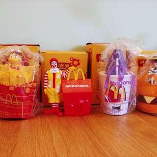 出售全新麥當勞玩具四件,共售二百元,有意請pm我,謝謝!