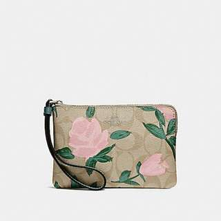 CORNER ZIP WRISTLET WITH CAMO ROSE FLORAL PRINT COACH F26291
