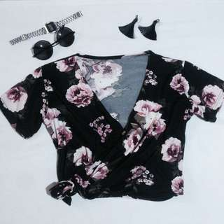 Wrap up top floral black