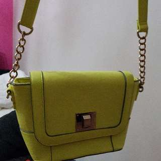 fun bright crossbody bag!!