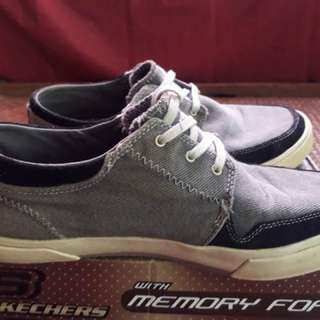 Sketchers shoes (size 9)