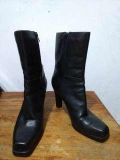 Preloved Boots (HighCut)