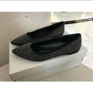 Re-price Flat shoes vinci,-black blingbling, cocok utk kondangan dan sehari2 juga. Saya salah ukiran. Barter dgn sepatu ukuran 40(8.5) juga ok