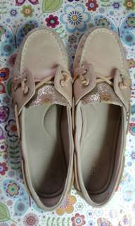 Used twice. Sperry women's shoes from US.