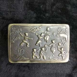 銀質嬰戲圖蓋盒(有底款)