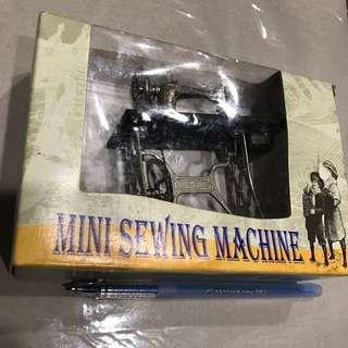 可郁動的迷你衣車mini sewing machine