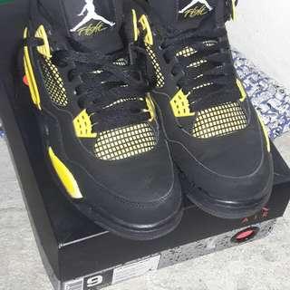 """Jordan 4 retro """"thunder"""""""