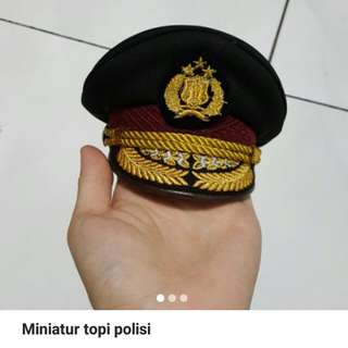 Miniatur topi polisi