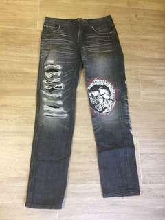 破洞牛仔褲