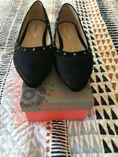 Black leather flats 'taking shape' brand