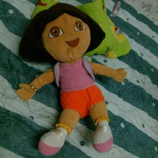 Patung Dora the explorer