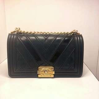 正品 85%新 Chanel Boy 25cm 黑色V紋牛皮特別併皮復古金扣上膊斜揹袋