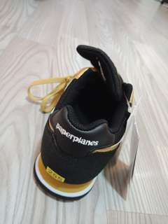 Paperplanes branded shoes (gold)