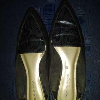 Sepatu hitam big size