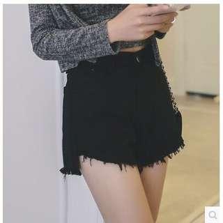 🚚 全新S號素黑高腰抽鬚短褲