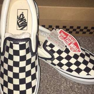 Vans black and white checkerboard