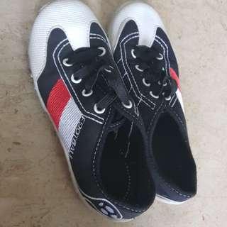 Children canvas shoes size 32