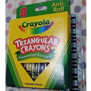 🖍三角型設計。8色臘筆。Triangular Crayons
