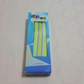 全新-TOYOTA運動腰包/長24*高6公分/材質萊卡防水布料、3M反光條、鬆緊織帶