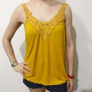 Canada brand mustard top fits XS-M good as bnew