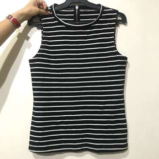 GAP bnew unwanted gift authentic striped black and white top comfy fits xs-s